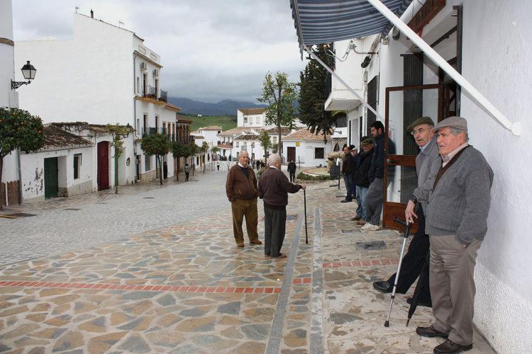 Colectivos de la provincia debaten para evitar el despoblamiento rural en la Serranía de Ronda