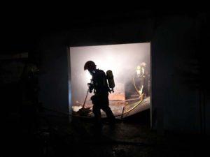 Los bomberos han estado trabajando toda la noche.
