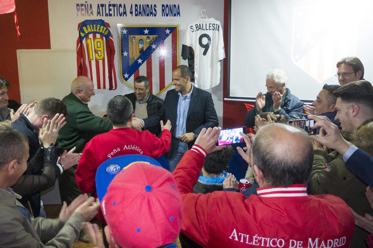 El exjugador Salva Ballesta preside la inauguración de la nueva sede de la Peña Atlética