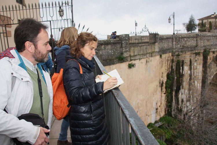 """El Instituto Geológico y Minero de España dice que el Puente Nuevo no presenta daños estructurales; que es """"firme y robusto"""""""