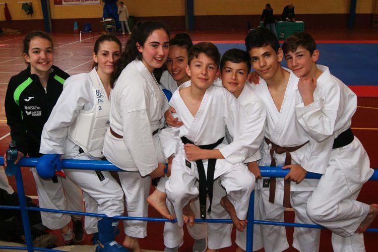 Cinco karatecas del Club Bushido de Ronda consiguen sus cinturones negros