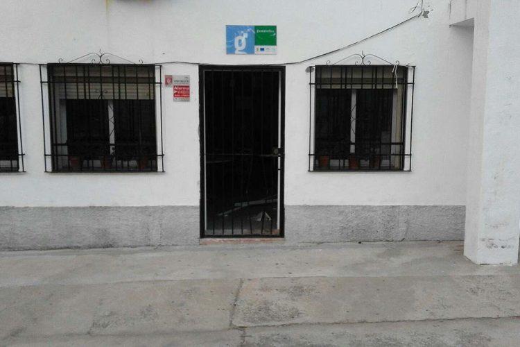 Roban en una misma noche en dos instalaciones municipales de Pujerra e intentan entrar en un bar