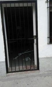 Han forzado las puertas para entrar en los locales.
