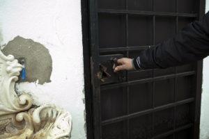 Los ladrones reventaron las cerraduras.