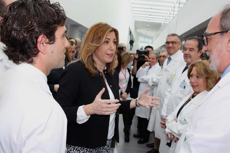 Susana Díaz inaugura el nuevo Hospital de la Serranía que no está acabado y al que aún le faltan servicios