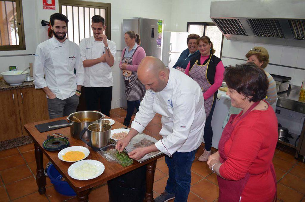 Jubrique pone en marcha la ii edici n del taller cocina for La cocina taller