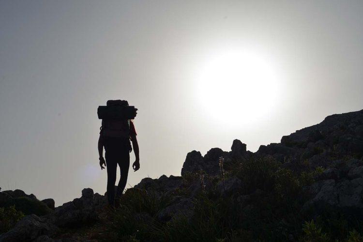 La aventura de subir la Cancha Almola con sus 1.049 metros de altitud y sus impresionantes tajos