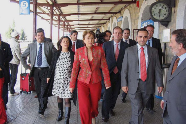 En este mes de abril se cumplen diez años desde que el Gobierno del PSOE prometió que el AVE llegaría a Ronda