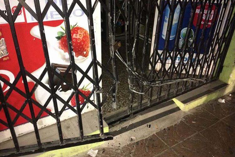 La Policía Local detiene a dos encapuchados cuando robaban en un establecimiento de la calle Jerez