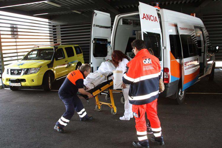 Trasladan al Hospital de la Serranía a un hombre tras recibir un disparo en Cañete la Real