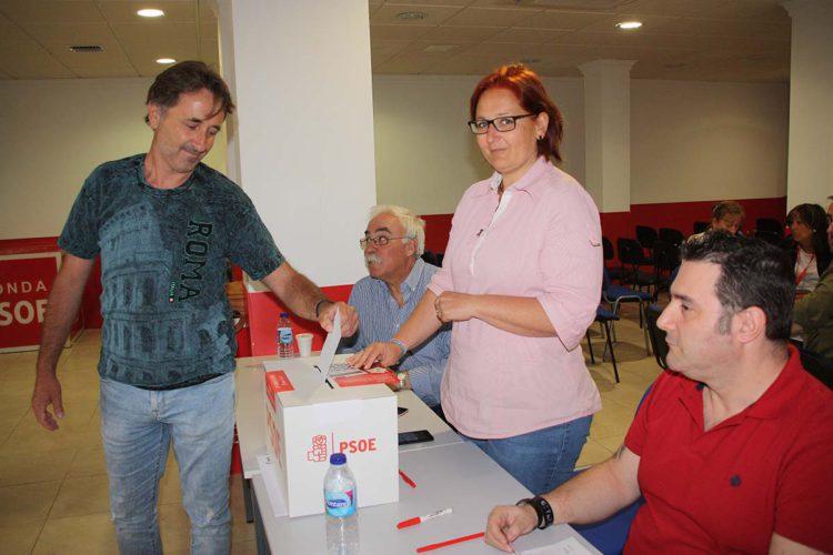 Los militantes rondeños del PSOE votan de forma mayoritaria a Pedro Sánchez y dejan en la cuneta a Teresa Valdenebro que apostó por Susana Díaz