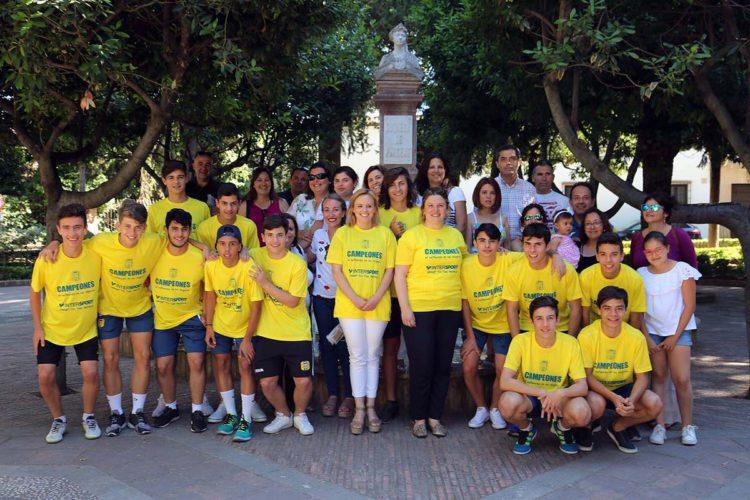 El Ayuntamiento felicita al equipo cadete del Ronda Unión Deportiva por el ascenso de categoría