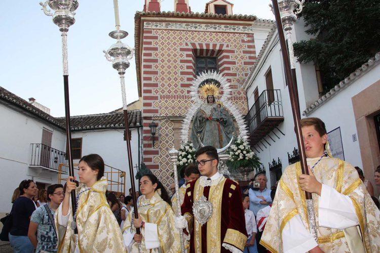 Las imágenes de La Paz, Cristo de la Sangre, Ecce-Homo y Buen Amor son trasladadas por la reparación de la cubierta del santuario de la Patrona