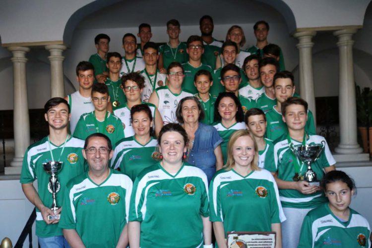 El Ayuntamiento felicita a los jugadores del Club Baloncesto Ronda por los triunfos obtenidos esta temporada