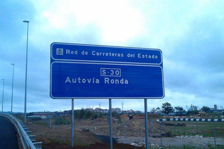 Más de veinte empresas locales se suman a la campaña que se ha iniciado para reclamar una autovía que una Ronda y Málaga