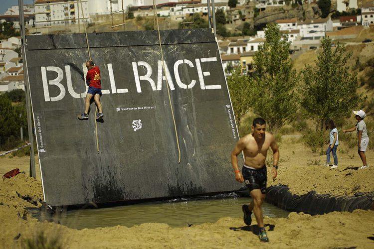 Cerca de 200 corredores participaron el la II edición de la Bull Race Ronda cuyo padrino es Cayetano Rivera