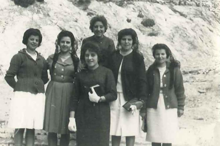 Mujeres de Alpandeire protagonizan 'Llena de vidas', un libro escrito por Raquel Mena