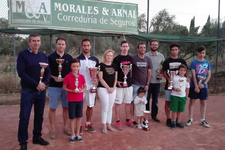 Más de cien deportistas particiaron en el Torneo de Tenis Morales & Arnal que ganó David del Río