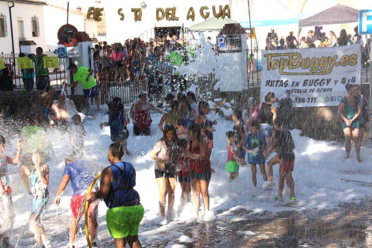 Gran participación de pequeños y mayores en la III Fiesta del Agua del Barrio de San Francisco