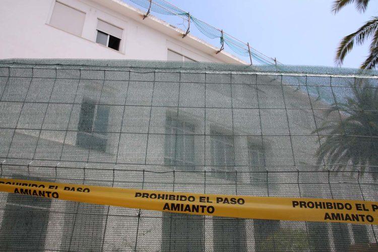 La Consejería de Educación retira el amianto de la cubierta del instituto Gonzalo Huesa