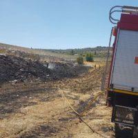 Bomberos de Ronda y del Infoca logran extinguir rápidamente un incendio agrícola en el Llano de la Cruz