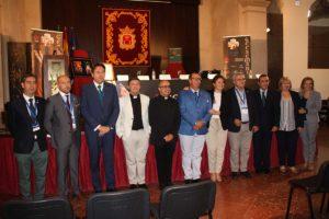 Autoridades municipales, eclesiásticas y representantes de las hermandades.