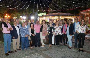 Autoridades y representantes vecinales en la inauguración de la Feria del Barrio.