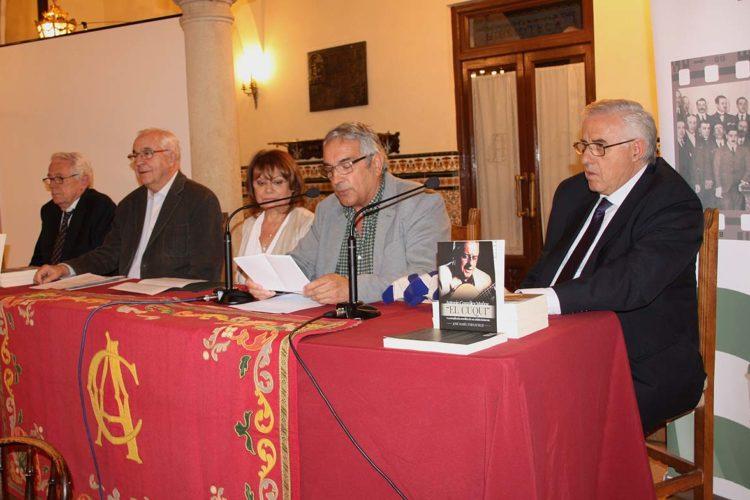 Presentan el libro 'Antonio González Muñoz-El Cuqui, la compicada sencillez de un artista bohemio'