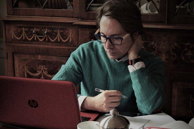 El escritor rondeño Domingo Terroba publica su tercera novela titulada 'Oculto en la memoria'