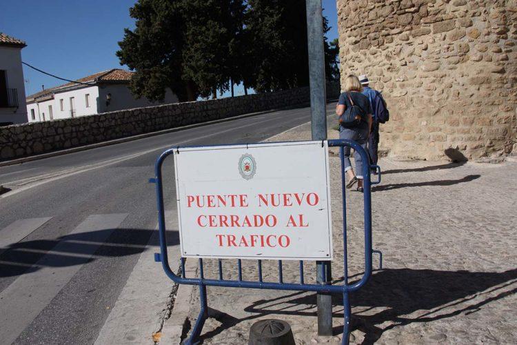 El Tripartito da los primeros pasos para cortar el Puente al destinar más de 6.400 euros para comprar las señales de tráfico