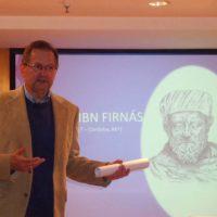 El escritor Antonio Acedo ofrece una conferencia sobre 'Abbás Ibn Firnás. El Primer Aviador de la Historia' en la Sala Cultural de El Corte Inglés de Málaga