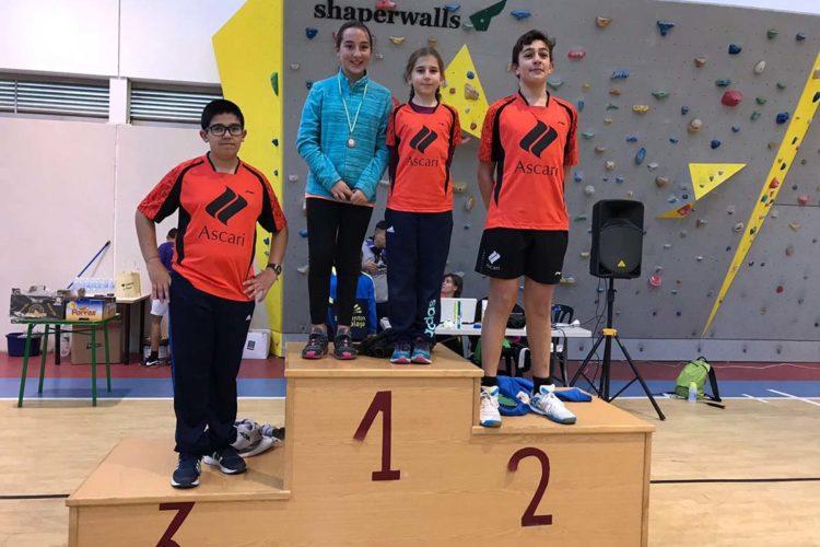 Lucas Carrillo queda primero y Lourdes Clerc de la Salle segunda en la Jornada Provincial de Bádminton