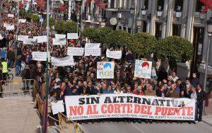 Más de 3.000 rondeños han participado en la manifestación, según la organización.
