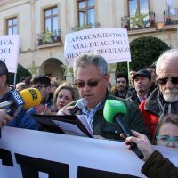 """La Plataforma de Afectados por el Corte del Puente muestra su apoyo a Antonio Palma y acusa a la alcaldesa de """"falta de actitud democrática"""""""