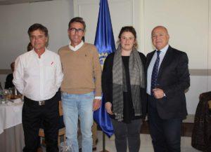 La alcaldesa junto a responsables del Club Rotario de Ronda.