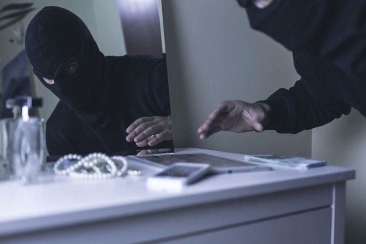 La Policía Nacional pone en marcha una campaña informativa para evitar los robos en viviendas en las Navidades