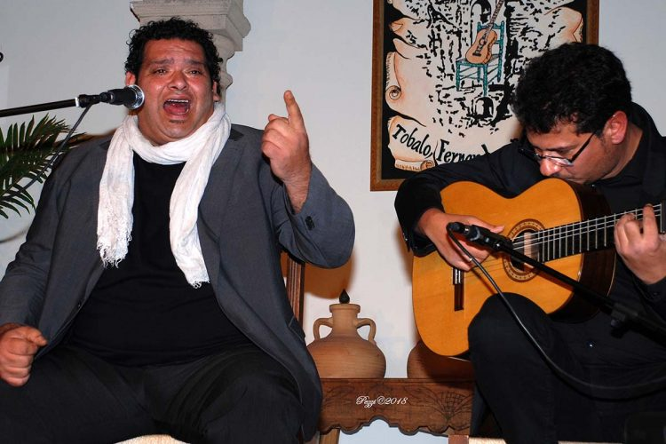 La Peña Flamenca de Ronda logra reunir en su sede a los apellidos Agujetas y Moneo en una velada para la historia