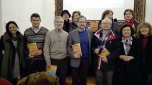 Algunos invitados al acto junto al autor y editor de la obra de Abbás IbnFirnás.