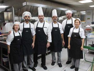 Parte del equipo de la cocina de Ronda.