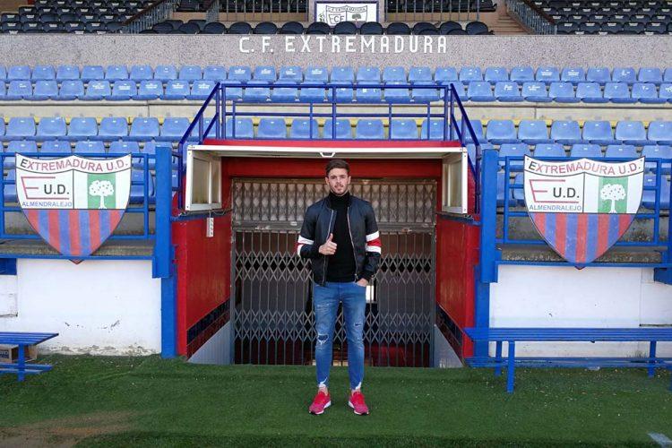 El guardameta rondeño Curro Harillo firma con el Extremadura UD para las dos próximas temporadas