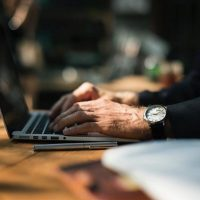 ¿Por qué es importante seguir una estrategia antes de apostar online?