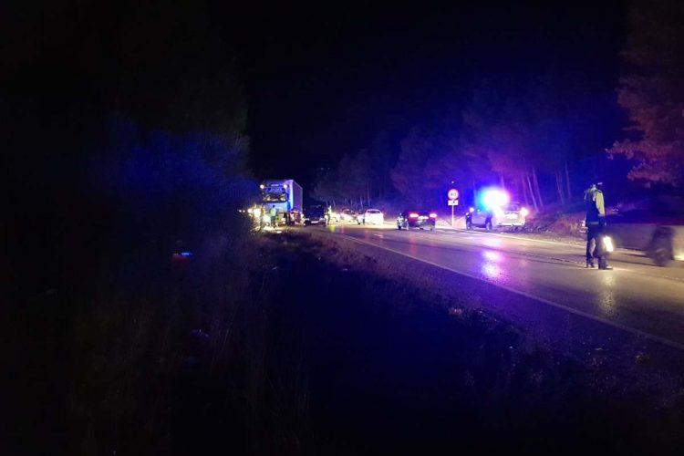 Nuevo accidente en la circunvalación desde que está cortado el Puente Nuevo al colisionar un camión articulado y un turismo