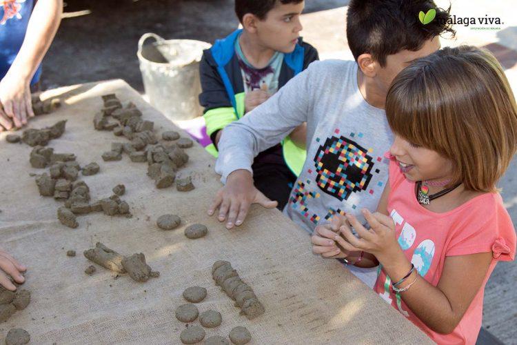 Escolares de Júzcar participarán en los talleres de elaboración de bombas de semillas que organiza la Diputación