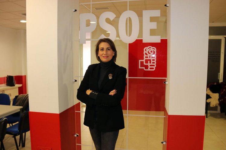 """Isabel Aguilera (PSOE) dice a la plataforma: """"Si salgo elegida candidata a la Alcaldía abriré el Puente Nuevo"""""""