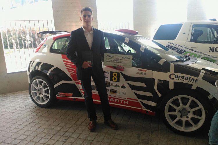 El piloto rondeño Juan Ordóñez 'Ordu' recibe el trofeo de subcampeón de Andalucía de Karting
