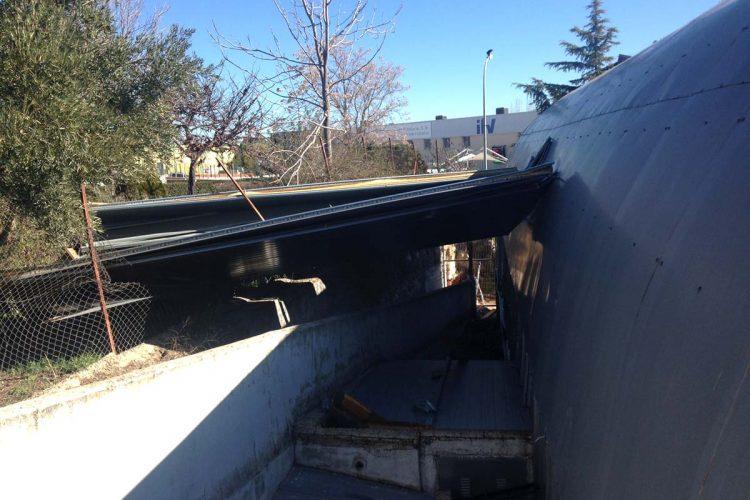 El Edificio del Mueble Rondeño se cae a pedazos y ya supone un peligro hasta para los viandantes
