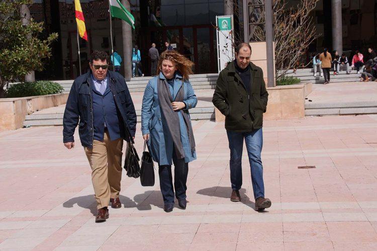 Valdenebro arremete contra el decano de los abogados y defiende la política del Tripartito en materia de violencia de género