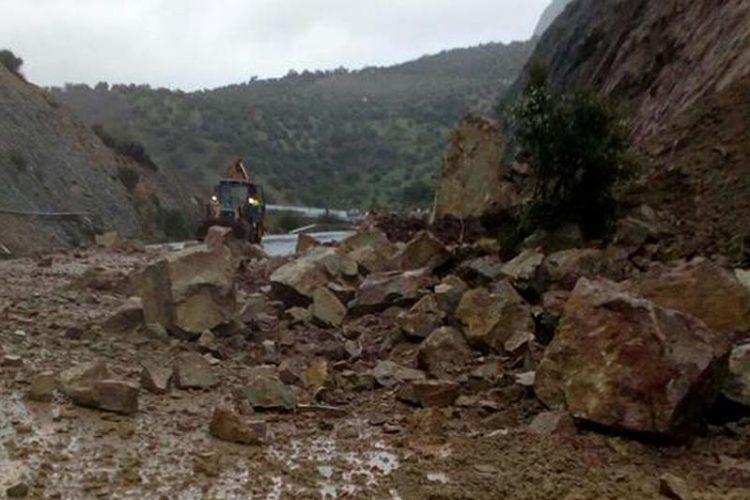 Cortan la carretera A-374 entre Ronda y Sevilla, en el tramo de El Gastor y Montecorto, por un desprendimiento de rocas