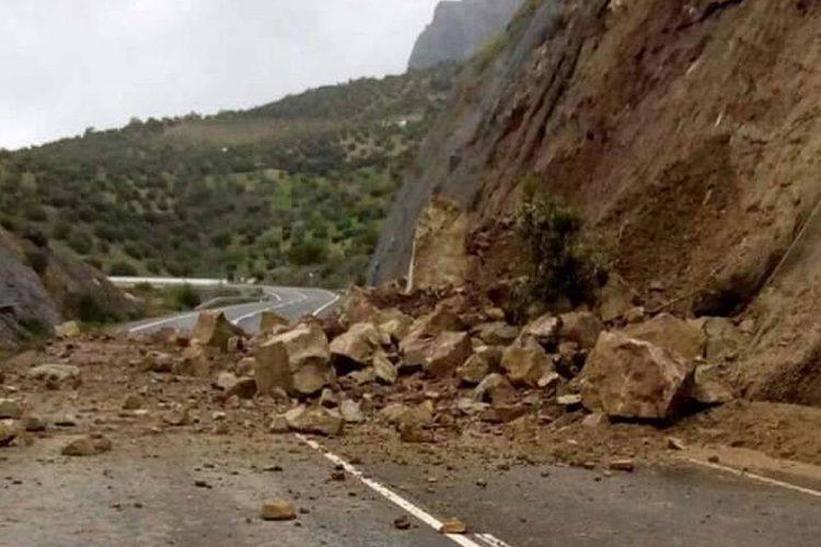 La carretera A-374 Ronda-Sevilla permanecerá cortada varios días más ante el temor de nuevos desprendimientos de rocas