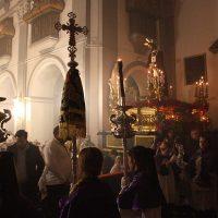 Una débil pero persistente lluvia impidió la salida del Vía Crucis Penitencial de las Juventudes Cofrades